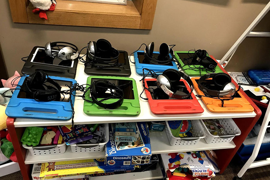 ipads and headphones for students