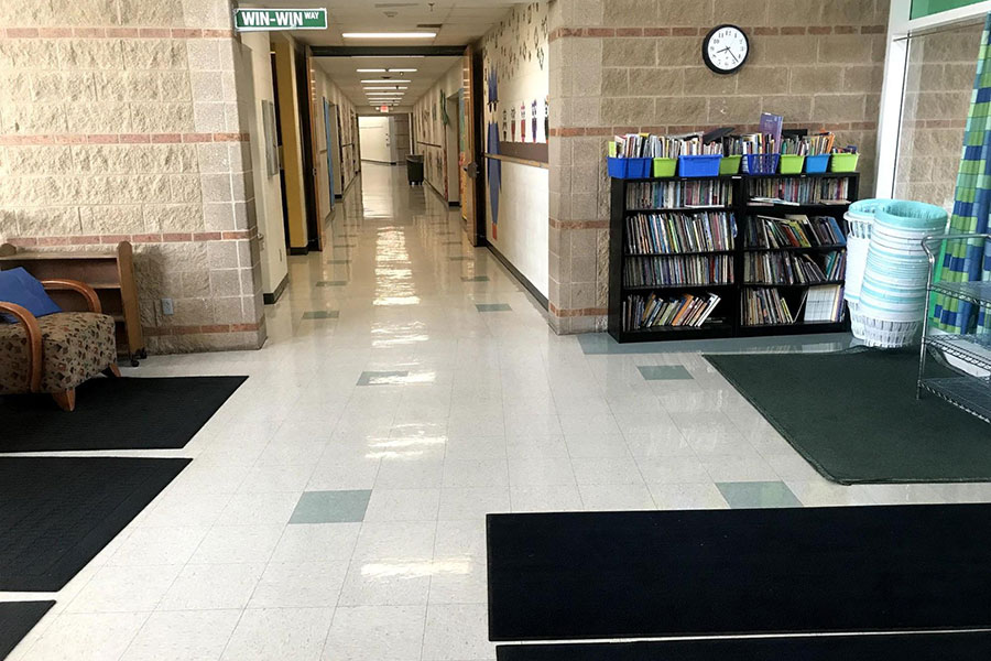 Collaborative spaces with books for the students.