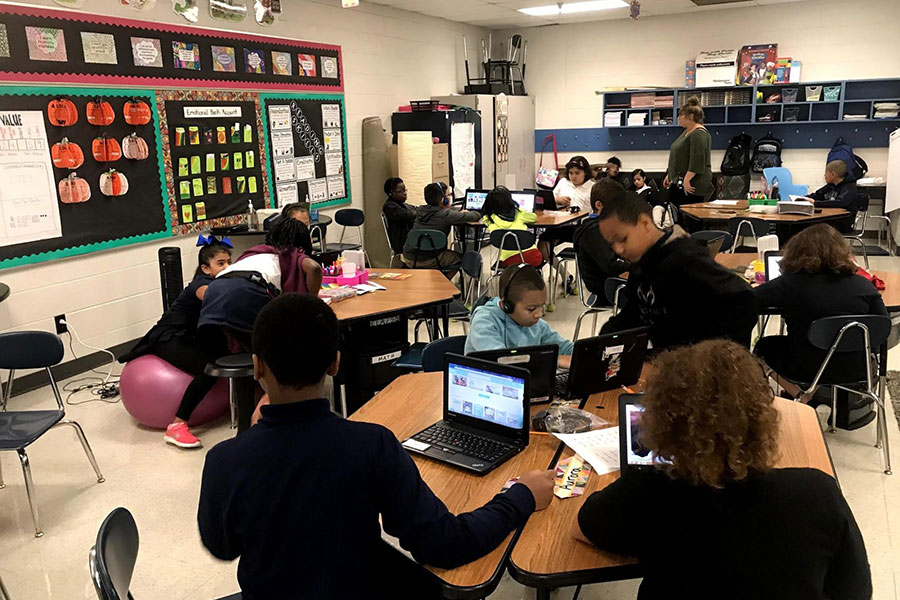 Fifth grade students read books online.